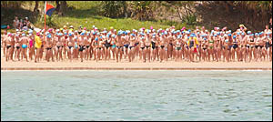 The field for the 2005 Convent to Main Beach Classic awaits the start of the race.