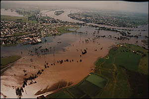 In 2001 the levee wall in Grafton was put to the test and came through by the barest of margins. An aerial shot of a flooded Cl