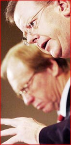 Health Minister Stephen Robertson and Premier Peter Beattie. Image: AAP