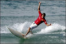 ?The Godfather of Soul Surfing? Ray Gleave performs his trademark drop knee cut back
