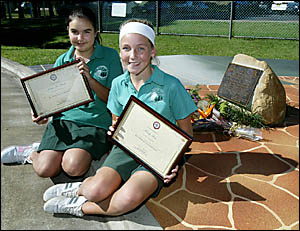 Elanora State School students Jessica Allsopp, 11, and Emily Rose, 11, beat more than 100 entries to win the 2006 Anzac Day Ess