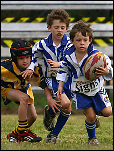Zac Young breaks into the clear for the Grafton Ghosts Under-7s team.