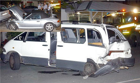 The Toyota Tarago with damage to its rear, and, inset, the BMW roadster behind the Mercedes 4WD. Pictures: Michaela Glen.