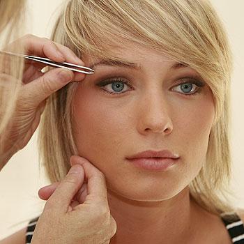 Julie Durieu plucks Jess's eyebrows