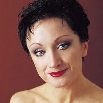 International cabaret star Caroline O'Connor - forced to postpone Noosa shows due to chicken pox.