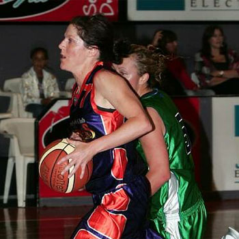 Maroochy RSL Clipper Kirsty Dallas  takes on the  Gold Coast defence.