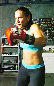 Main Arms Laura Saperstein will fight for the first time as a professional boxer on November 18 in London.