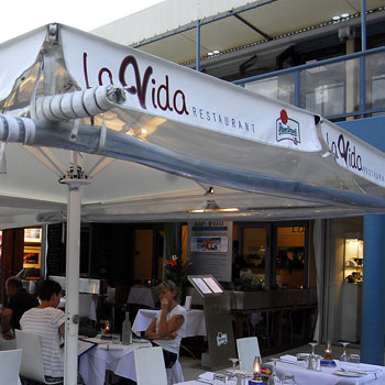 Fabulous seafood and a relaxed Noosa atmosphere awaits at La Vida