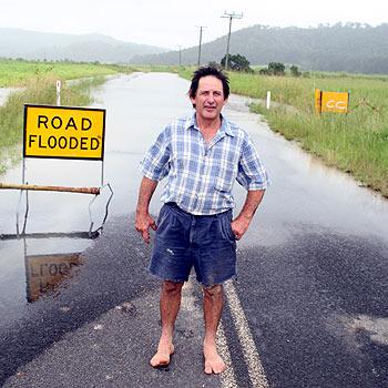 Gordon Benfer outside his flooded property at Yandina Creek. Photo: Jason Dougherty/ 171992f