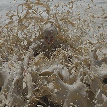The beach foam at Point Cartwright. Photo Warren Lynam / 172321i