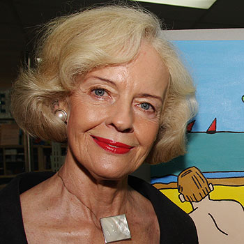 Queensland governor Quentin Bryce opens an art exhibition at Nambour Library. Photo: Jason Dougherty/172531