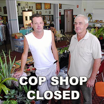 Darren McEwen (left) and Robin Thilp at Cooroy's Thursday market where an armed man was arrested. Photo by Geoff Potter