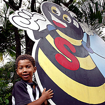 16/02/08                    172833b  Five year old Jeriah Mumba says his last goodbyes to the Superbee as all of the artifacts go up for auction.      Photo: Kari Bourne/KB172833b