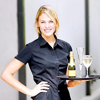16/02/08 n19746b      Noosa waitress and Ralph model competition winner, Georgina Morgan.     Photo: Che Chapman