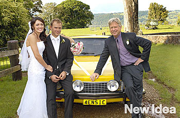 34-year-old Aidan Chamberlain, his bride Amber Martin (on left) and Aiden's father Michael Chamberlain (right) with their car at their wedding in the Sunshine Coast hinterland earlier this month. The wedding car is the same vehicle the Chamberlain family drove to Uluru in 1980 when Aiden's baby sister Azaria Chamberlain disappeared. (AAP Image/New Idea Magazine, NO SALES)