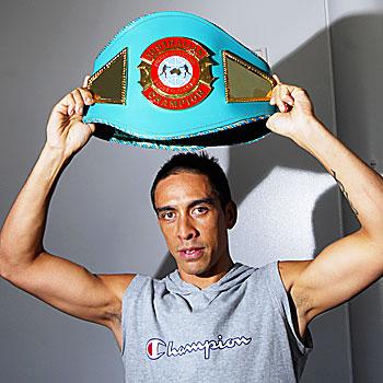 10/05/08 n20481a    Noosa Boxer Israel Kani celebrates winning a national title belt.      Photo Che Chapman