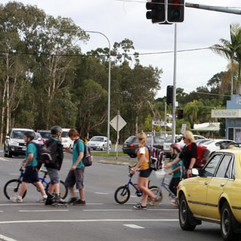 Pacific Paradise school primary students mix it with traffic at the David Low Way and Mudjimba Beach Road intersection. Photo: 175485f/Barry Leddicoat