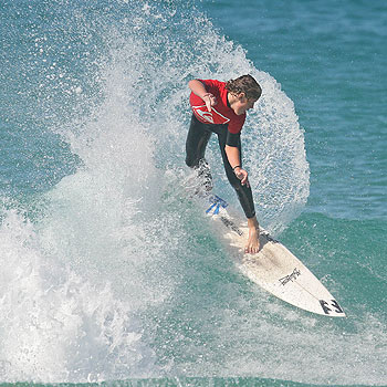 Wurtulla's Nick Edgerton has booked himself a place in the semis of the Queensland state junior titles at North Stradbroke Island. Photo: Jake White, Surfing Queensland.