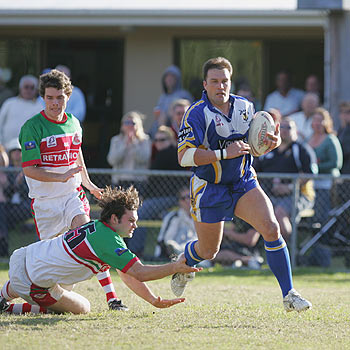 Wayne Bartrim as a Noosa Pirate on his way to the tryline against Nambour.