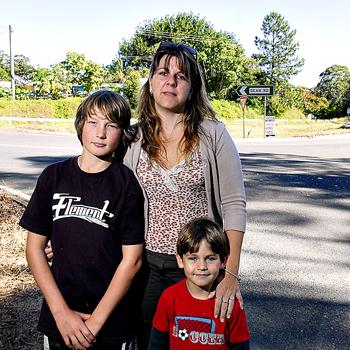 Hit and run victim Tracey Schwerin, of Verrierdale, with her children Izaiah, 12, and Shayden, 4. Photo: Che Chapman/n21159d