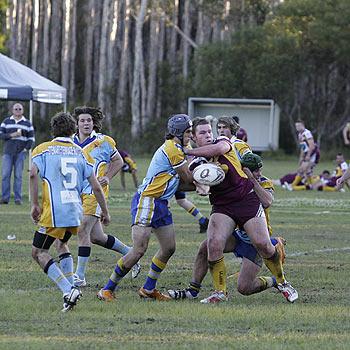 Dan Seaton gets a good ball away againsy Yandina. Photo: Mike Garry/scw917f