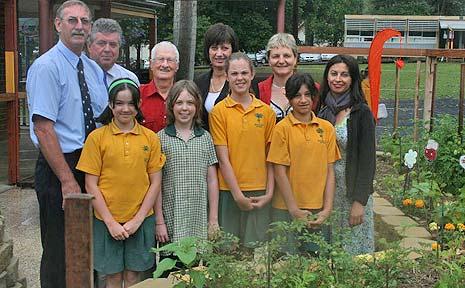 Unveiling the garden (back:l-r): Tim Edwards, Michael Malloy, Arthur Prentice, Justine Elliott, Uta Deirtrich and Leah Roland with Bangalow Public School students.