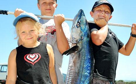 Jacob, Zari and Kyle Blay with a Spanish Mackeral caught off Sawtell Headland.