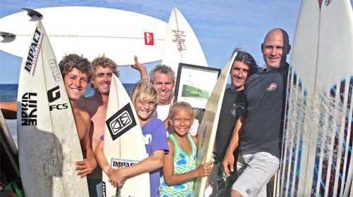 Coolum Boardriders celebrate the Surfing Australia club of the year award. (L-R) Eli Criaco, Luke Draper, Izak Clifford, Chris Barraclough, Jaleesa Vincent, Russell Clifford and Dave Grant. Photo: Cade Mooney/181280
