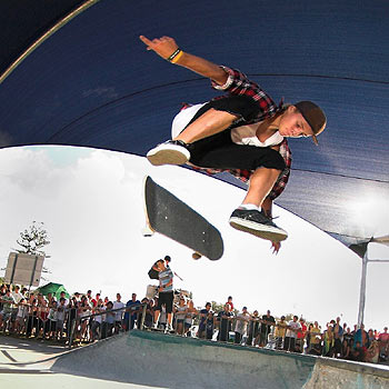 Coolum's Matt Chigwidden shows his style at last year's Reach the Beach Easter Festival.