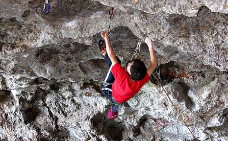 Nick Wagland tackles the challenging Goat Cave at Bulahdelah on the weekend.