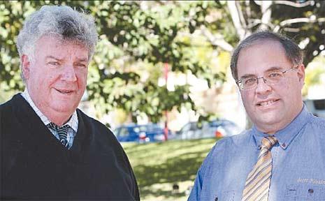 Senator Ron Boswell (left) talks emissions trading with Scott Kilpatrick.