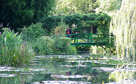 Visit the wonderful garden of Claude Monet in Giverny, France and see why he was so captivated by its beauty.