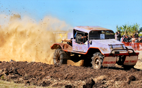 Bruce Reid fires up his buggy dueing the NQ Dirt Drags at Sarina.