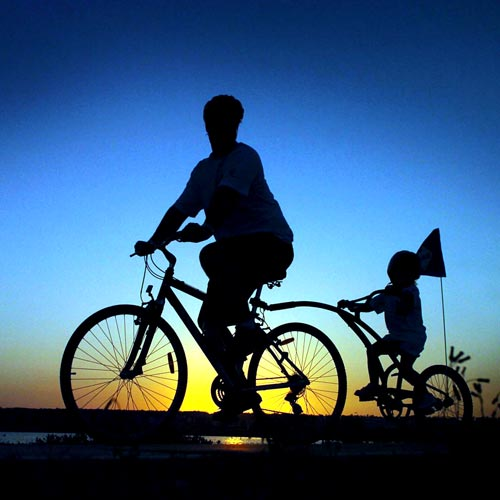Luke Shaw and his daughter Sigrid, 3, were up at the crack of dawn to join the 2006 Caloundra Coastal Bike Ride. Photo: Cade Mooney/159198