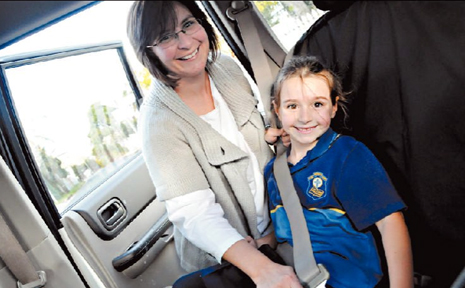 All people in vehicles are required to wear a seatbelt, except for delivery drivers and taxi drivers.