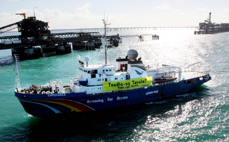 Police have arrested the captain of Greenpeace ship Experanze in Cairns, after the environmental campaigning group halted work at the Abbot Point and Hay Point coal terminals last week.