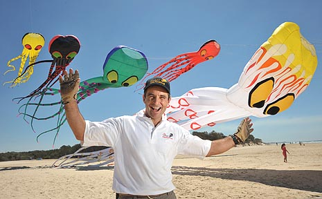 US kite enthusiast Dave Hoggan gives a few lucky beachgoers a sneak preview of his renowned octopus kites.
