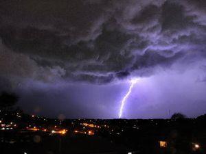 Severe thundertorms lash SE Qld
