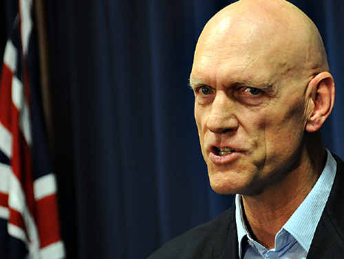 "Federal Education Minister Peter Garrett said it was time for the Queensland Government to pick up the phone and negotiate in ""good faith""."