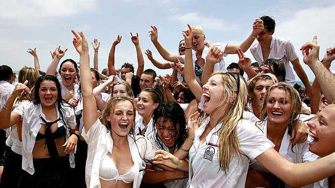 Mountain Creek High School 2009 graduates celebrated in style at Mooloolaba Beach.