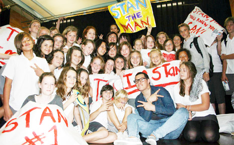 Former Byron Bay High School student Stan Walker is the new Australian Idol for 2009. He is pictured with students during a visit to the school.