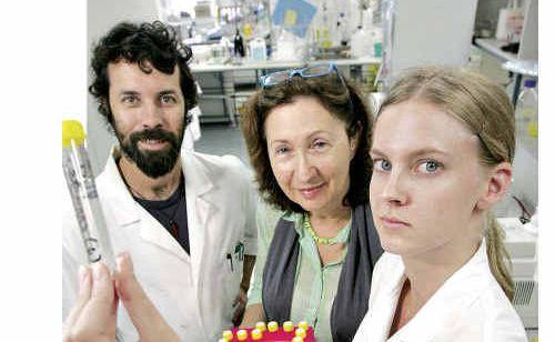 Daryle Sullivan, Professor Abigail Elizur and Eva Hatje.