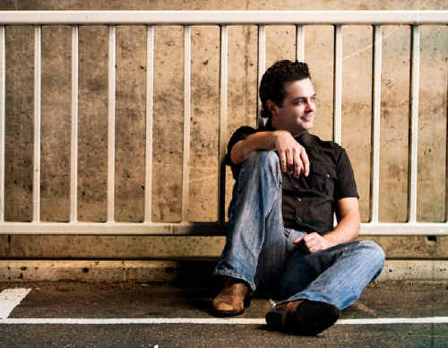 Grafton-raised Luke Austen will follow in the footsteps of Troy Cassar-Daley and Sam McClymont and head to Tamworth in January for the 2010 Toyota Star Maker competition.