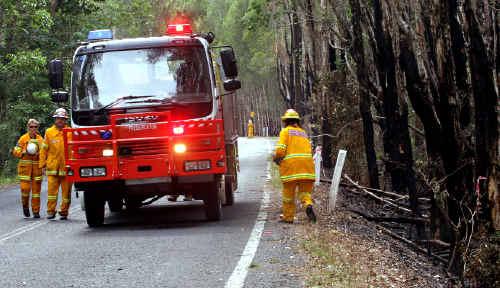 Firies at fires at Clothiers Creek Road, Cabarita.