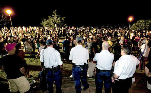 Police keep watch over the New Year's Eve crowd in Byron Bay, but according to senior officers they had a fairly quiet night thanks to the good behaviour of revellers.