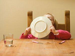 Should children be allowed to roam in restaurants?