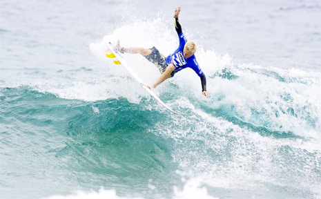 Byron Bay's Garrett Parkes flies high to score a win and put him into round three of the ASP Billabong World Junior Championship at North Narrabeen.