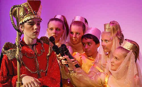 The evil Grand Vizier (Dylan Wheeler) faces questions about his shady past from narrators (from left) Clare Hale, Rebecca Hale, Marcus Kolo Higgs, Sasha Phillips and Lauren Keen in Ballina Players latest holiday production, Aladdin.