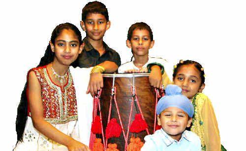 LOVELEEN Hayer, Bhavjot Hayer, Amber Dhillon, Kulsharan Singh and Gurkamal Singh perform as part of the Lohri Celebrations. Picture: KAREN HARPER d125413a