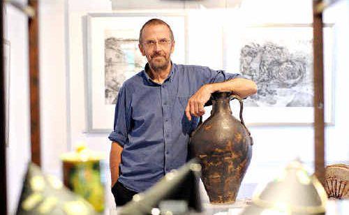 Ken Munsie at Maleny Artworks Gallery.
